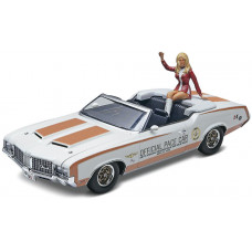 REVELL * 72 OLDS INDY PACE CAR W/FIGURE